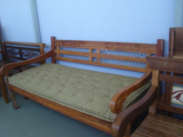banc 14o banco sofa cama com detalhes em ferro surub o. Black Bedroom Furniture Sets. Home Design Ideas